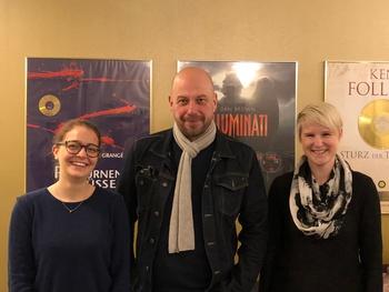 Thomas Balou Martin mit Maren und Yvonne von der Lesejury